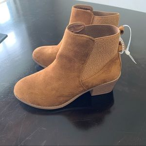 Forever Link Tan Suede Booties Size 7